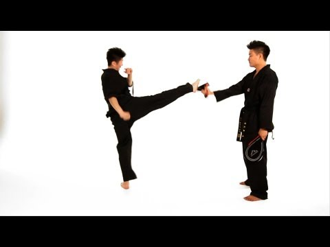 How To Do A Roundhouse Kick | Taekwondo Training