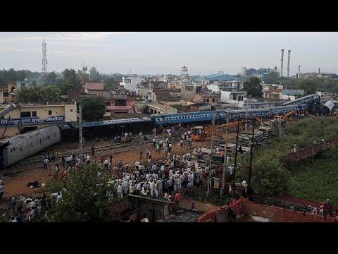 Νέα πολύνεκρη σιδηροδρομική τραγωδία στην Ινδία