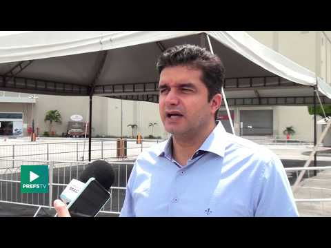 Influenza: Rui Palmeira visita ponto de vacinação em shopping