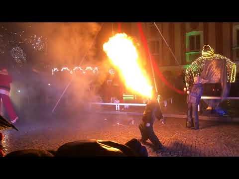 Wideo1: Fragmenty widowiska i rozświetlenie leszczyńskiej choinki