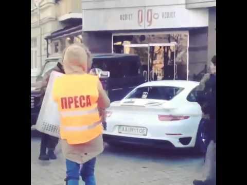 Ukrainian protestors destroy Porsche 911