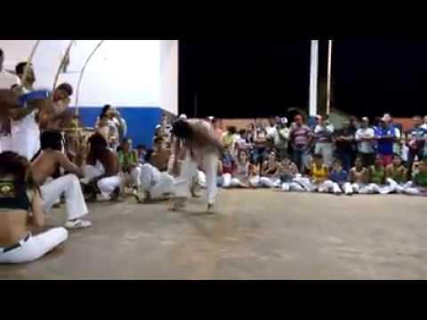 apresentaçao de capoeira em joviania