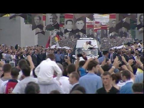 Arnavutluk Papa Francis'i ağırlıyor