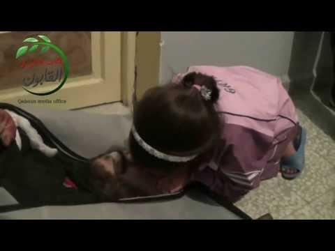 إلي حكام العرب! إلي جميع المسلمين! فيديو : طفلة تودع والدها الشهيد بطريقتها الخاصه ! حسبنا الله