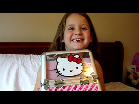 Hello Kitty Cosmetic Set Ensemble-Chloe's Toy Time (видео)