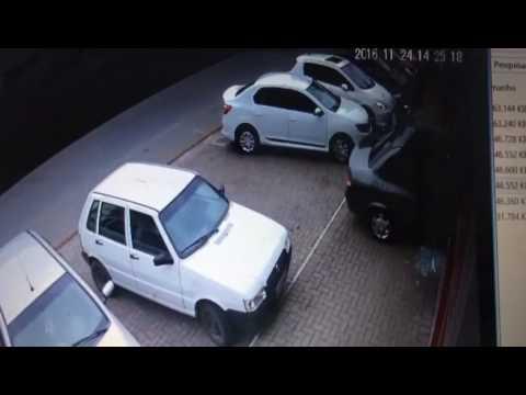 carro entra em loja em Indaial rota o açaí