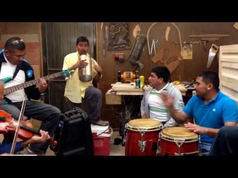 música de cuerda - a través de YouTube Capture.