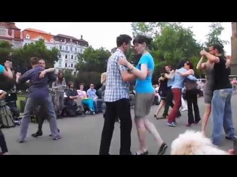 Floshmob de tango en el corazón de Europa,  Praga, Rep. Checa