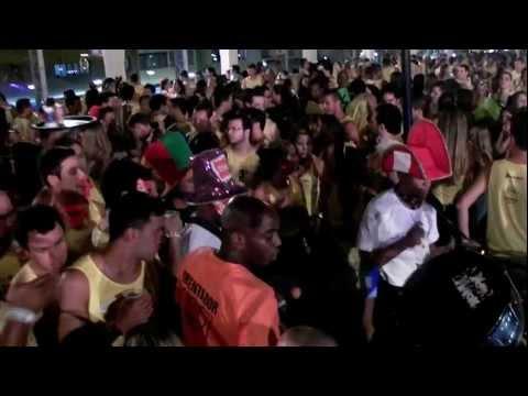 Fanfarra agita o mirante no Domingo de Carnaval
