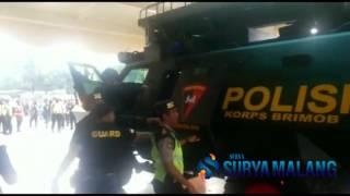 Video Pengawalan Ketat Pemain Persib di Kandang Arema MP3, 3GP, MP4, WEBM, AVI, FLV Juli 2018