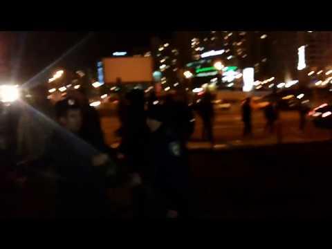 Драка в Киеве. Милиция бьет онижедетей