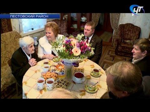 Многодетная мама и Герой социалистического труда принимают поздравления