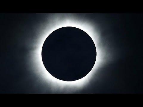Εντυπωσιακή ολική έκλειψη ηλίου