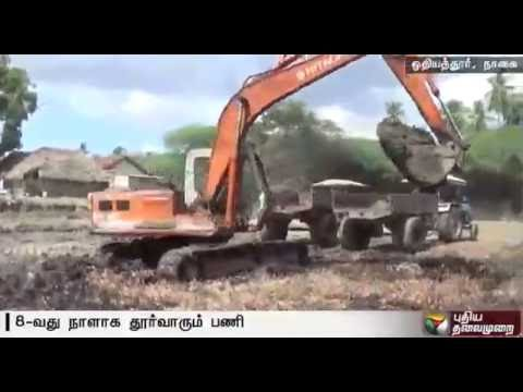 Desilting-of-lake-for-the-8th-day-through-Puthiyathalaimurais-Nammal-Mudiyum-team