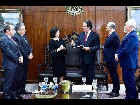 Raquel Dodge entrega a Eunício relatório de um ano de gestão do Ministério Público
