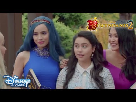 Descendants 2 (Clip 'Mal Finds Out She's Getting Married')