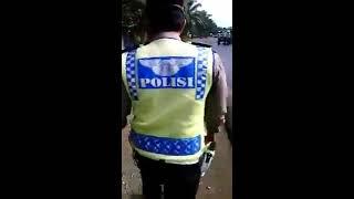 Video Video Amatir ! Cekcok Adu Mulut Polantas Dan Pengendara Karena Diduga Pungli ! MP3, 3GP, MP4, WEBM, AVI, FLV Juli 2017