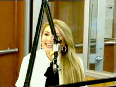 Video La cantante venezolana Liz, de visita en Emisora Atlantico en Barranquilla, Colombia download in MP3, 3GP, MP4, WEBM, AVI, FLV January 2017
