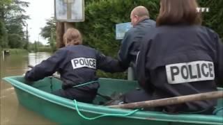 System rozwalony. Policja płynie z pomocą dla powodzian