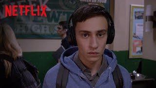"""Atypical"""" ist eine Coming-of-Age-Geschichte, die Sam (gespielt von Keir Gilchrist), einen 18-jährigen Teenager auf dem Autismus-Spektrum, auf seiner Suche ..."""