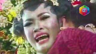 Video HEBOH!! Pernikahan ini di kacaukan oleh tamu undangan. 7 Gangguan Kacau Tamu Undangan di Pernikahan MP3, 3GP, MP4, WEBM, AVI, FLV Agustus 2019