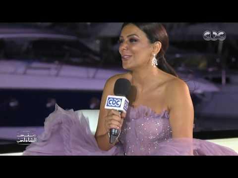 """فستان إنجي المقدم في """"الجونة السينمائي"""" يبهر منى الشاذلي"""
