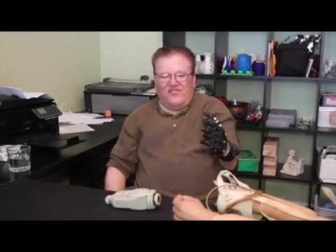 Man compares a DIY $50 3D-printed prosthetic hand to a $42,000 one