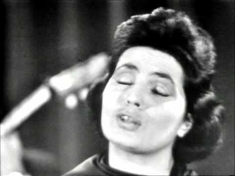 Amalia Rodrigues - Ai Mouraria (Amadeu do Vale - Federico Valreio) (видео)