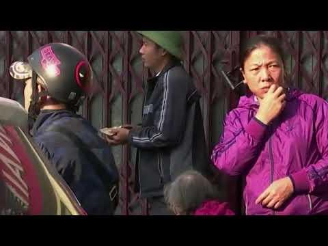 11-12 Nguy cơ rước bệnh từ  thực phẩm bẩn trước cổng bệnh viện