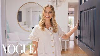 Video 73 Questions With Margot Robbie | Vogue MP3, 3GP, MP4, WEBM, AVI, FLV Juni 2019