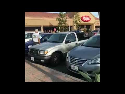 """Mummo pistää parkkipaikan sekaisin – Karkasi auto """"vähän"""" käsistä"""