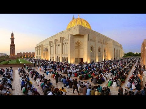 Watch: Breaking fast at Sultan Qaboos Grand Mosque