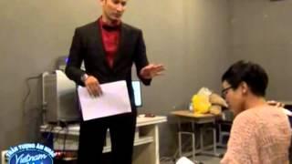 Vietnam Idol 2012 - Huy Khánh trả bài trước giờ lên sóng