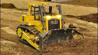 Fantastic RC model dozer Komatsu 475 at work on the rc construction site. Amazing model machine in sacale 1/8. Enjoy watching...Event: Model Construction Fair in Wels Austria April 2017More videos from this event you can see my playlist:https://www.youtube.com/playlist?list=PLeQrXy3lR8j_7-Z1A-_Oo1dXIhpBfwR2yCredit: RC SPOTTER