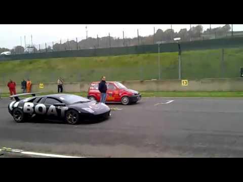 Fiat 500 vs. Lamborghini Murcielago