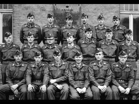 En beretning om det lange hår og den kolossale vrede som det udløste blandt voksne og andre unge. Det handlede også om at drengene skulle være soldater, og skulle kæmpe for friheden og demokratiet.