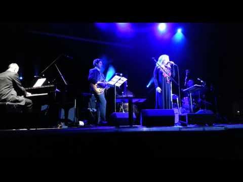 Tekst piosenki Aga Zaryan - Don't Let Me Be Misunderstood po polsku