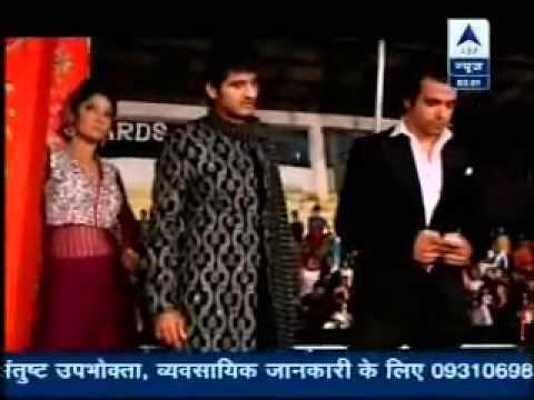 Video SBS - Gurmeet & Kratika's Grand Entry at Zee Rishtey Awards - 19th November 2012 download in MP3, 3GP, MP4, WEBM, AVI, FLV January 2017