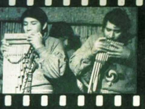 """""""Ojos azules"""" - versión del huayno peruano """"Ojos bonitos""""- Los Uros del Titicaca"""
