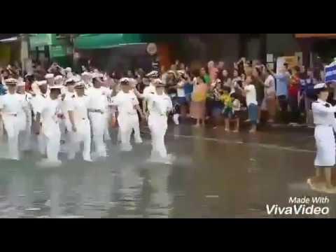 Приехали в Корею моряки.  Оцени разницу.