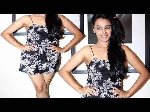 Video Sexy Actress Swara Bhaskar In Mini Hot Dress Looks Hotter download in MP3, 3GP, MP4, WEBM, AVI, FLV January 2017