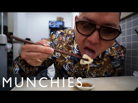 Shanghai - Subscribe to Munchies here: http://bit.ly/Subscribe-to-MUNCHIES In part three of Huang's World: Shanghai, Eddie spends his final day in the city eating some quality breakfast dumplings, going...