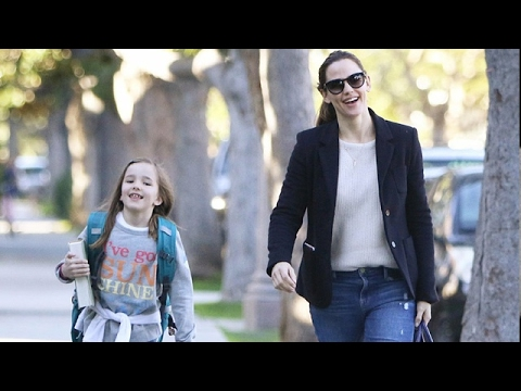 Jennifer Garner Taking A Morning Stroll With The Girls