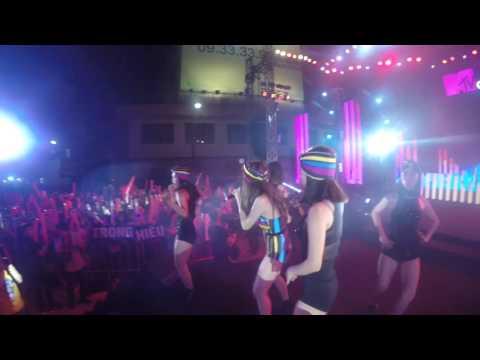 Emily - Xin Anh Dung remix Live - Thời lượng: 4 phút, 6 giây.
