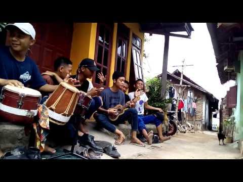 gratis download video - Kelingan-Mantan--cover-versi-Kentrung-dan-Kendang-Durextion