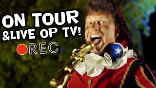 Kom jij ook naar DE MEGA SINT SHOW, de leukste show van in de Nederlandse theaters? Daar moet je bij zijn! Een show vol spanning, interactie en de gaafste Sinthits! Ontmoet Party Piet Pablo! Party Piet Pablo neemt je in deze VLOG mee naar enkele optredens, naar Ahoy Rotterdam incl. backstage beelden en naar de TV-opnames van de Zapp Kids Top 20!