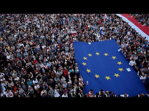 Σε εφαρμογή η αμφιλεγόμενη μεταρρύθμιση της δικαιοσύνης στην Πολωνία…