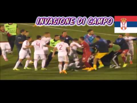 la differenza tra albanesi e serbi in uno stadio! guardate