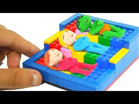 SUPERHERO BABIES BUILD BEDS WITH LEGO ❤ SUPERHERO BABIES PLAY DOH CARTOONS FOR KIDS