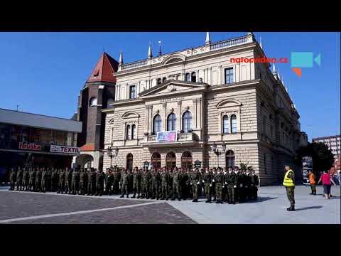Slavnostní nástup 53. pluku v Opavě